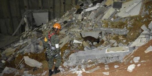 Сгрохотом просыпались вкотлован три жилых дома вМексике